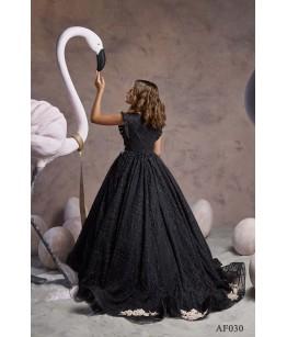 Rochita lunga cu trena neagra, tafta/ dantela cu broderie alba, 2-13 ani, Flamingo 030